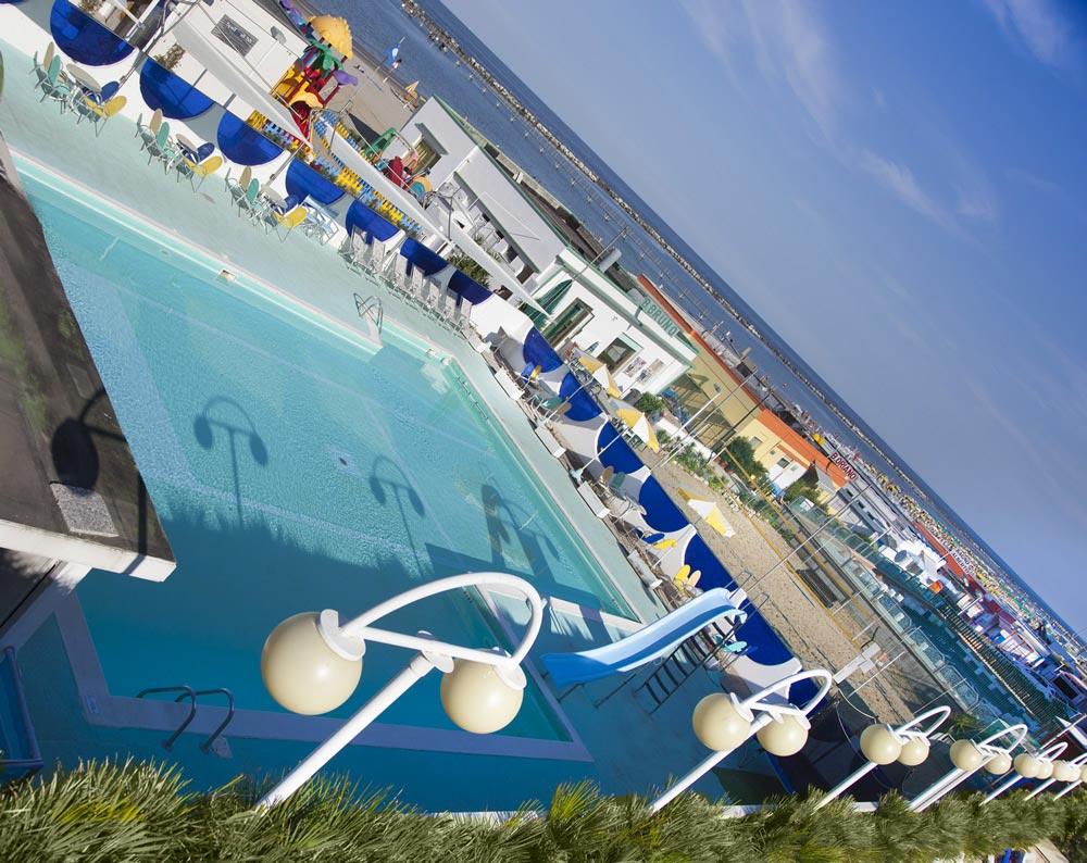 Hotel 3 stelle a cesenatico con piscina sul mare e idromassaggio - Hotel cesenatico con piscina ...
